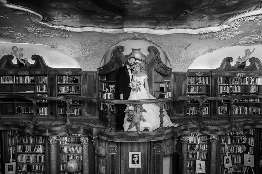 fairy-tale wedding salzburg schloss leopoldskron library bw