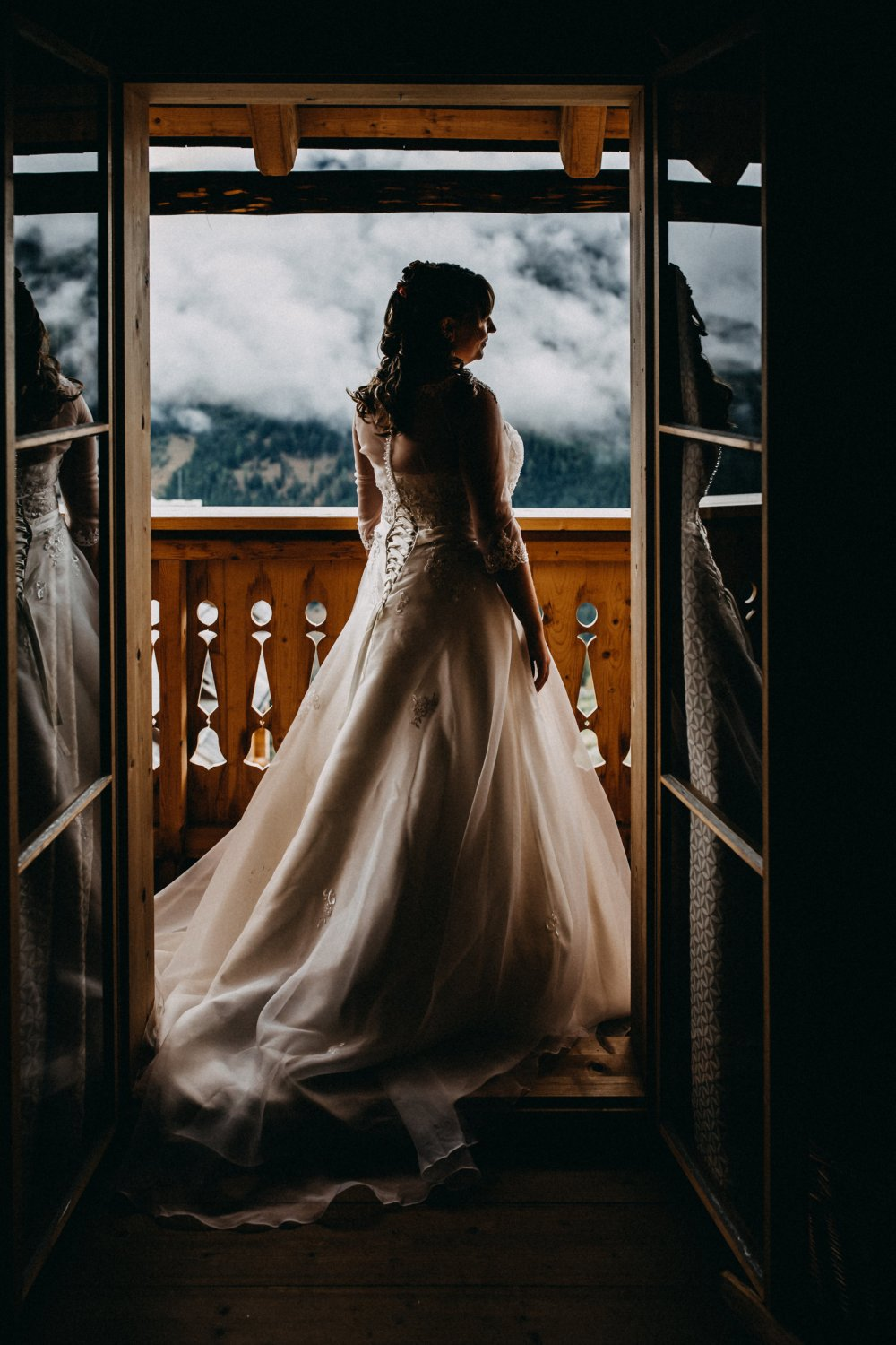 intimate wedding austria almdorf seinerzeit bride