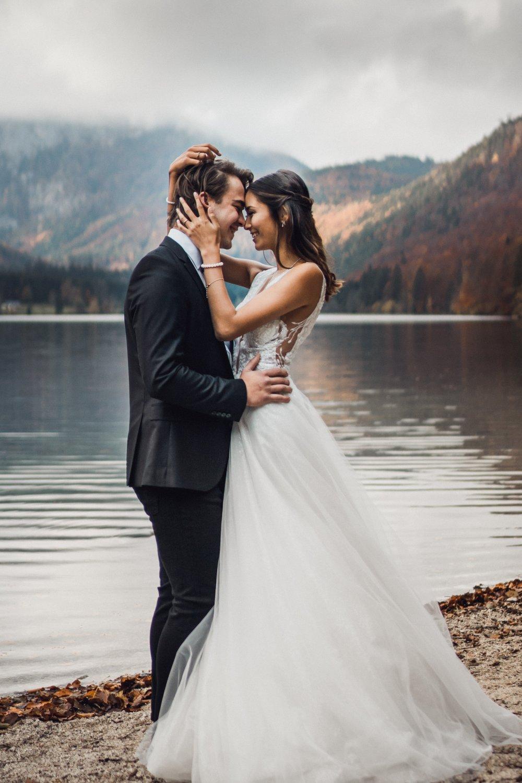 Elopement Austria couple Hinterer Langbathsee