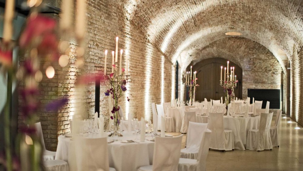 luxury wedding vienna austria palais coburg casemates decor
