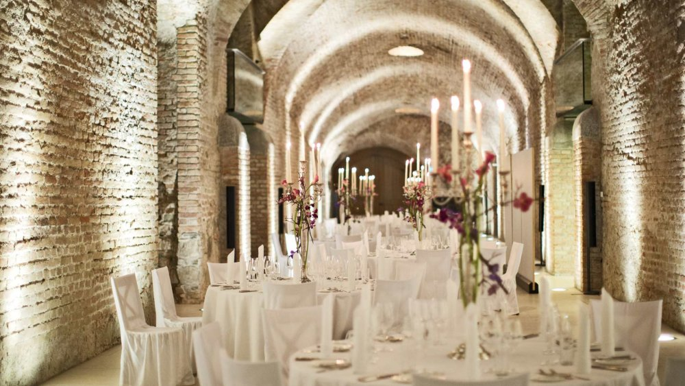 luxury wedding vienna austria palais coburg casemates tables