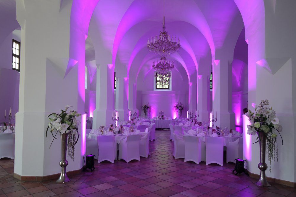 Salzkammergut Wedding Schlosshotel Mondsee column hall