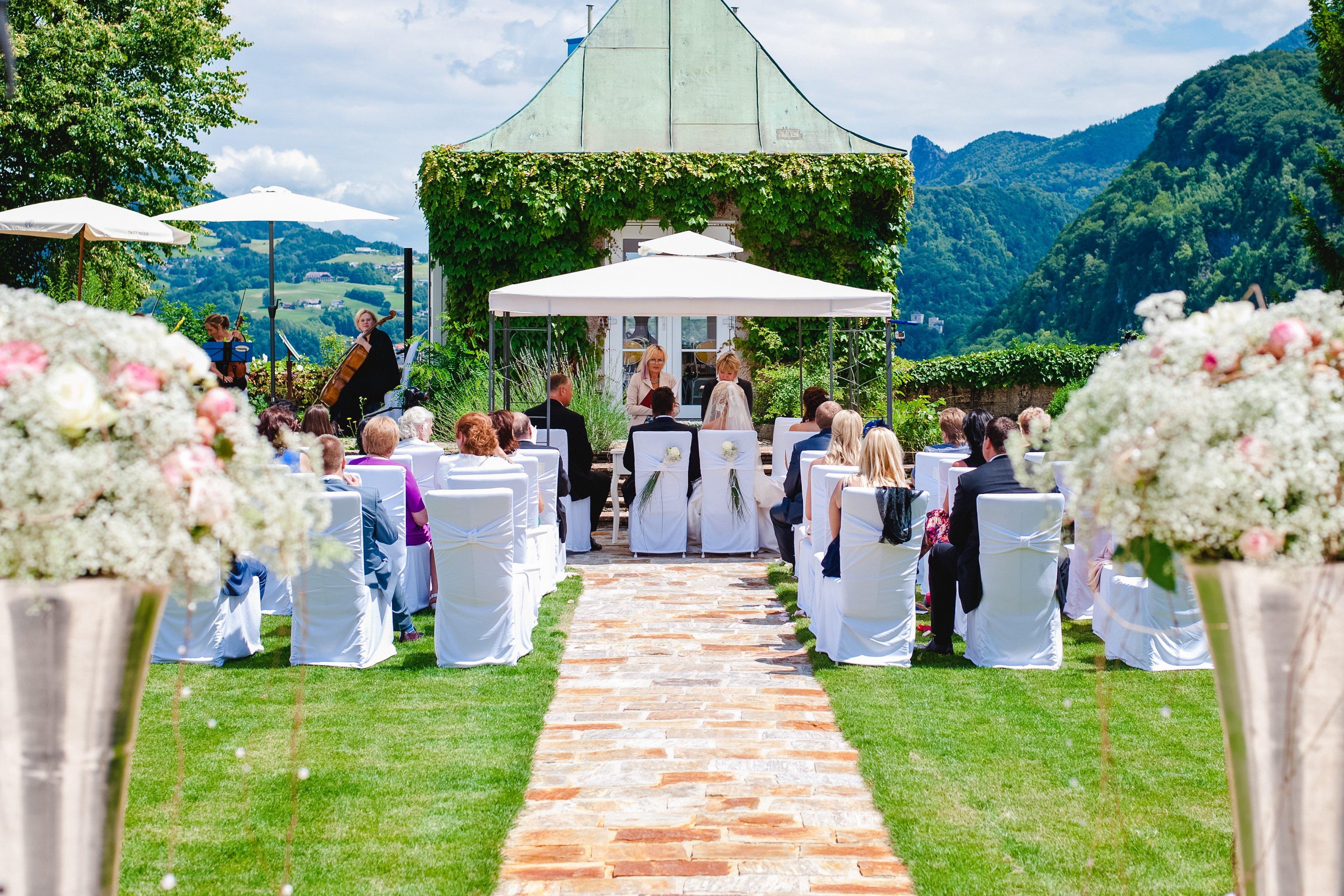 Castle wedding Salzburg Austria Hotel Schloss Mönchstein outdoor wedding
