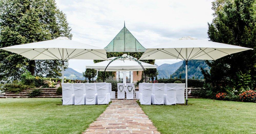 Castle wedding Salzburg Austria Hotel Schloss Mönchstein garden ceremony