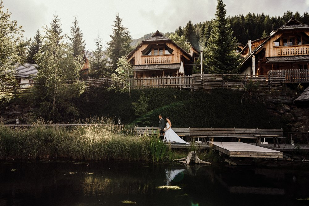 intimate wedding austria almdorf seinerzeit dramatic scenery