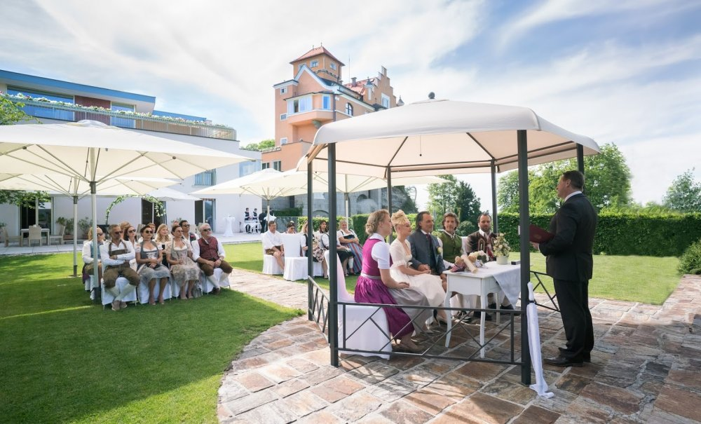 Castle wedding Salzburg Austria Hotel Schloss Mönchstein outdoor ceremony