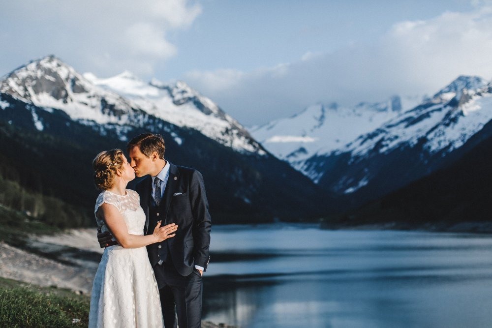 mountain wedding zillertal tyrol kiss lake
