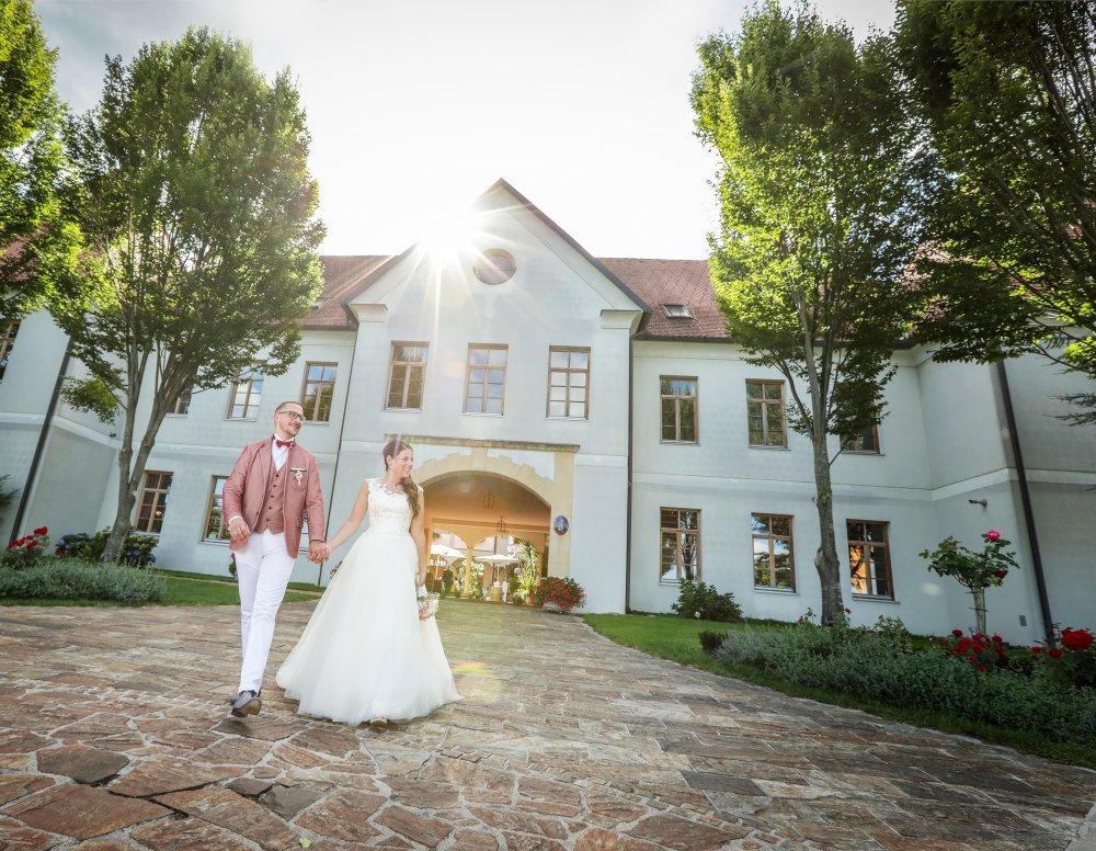 Castle Wedding Austria vineyard Weingut Thaller couple outside
