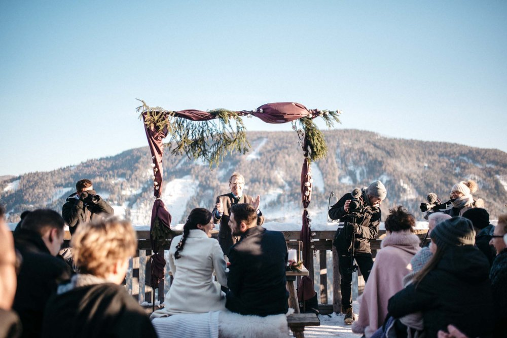 intimate wedding austria almdorf seinerzeit mountain view
