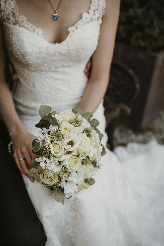 Castle wedding Austria Alps Schloss Mittersill bridal bouquet