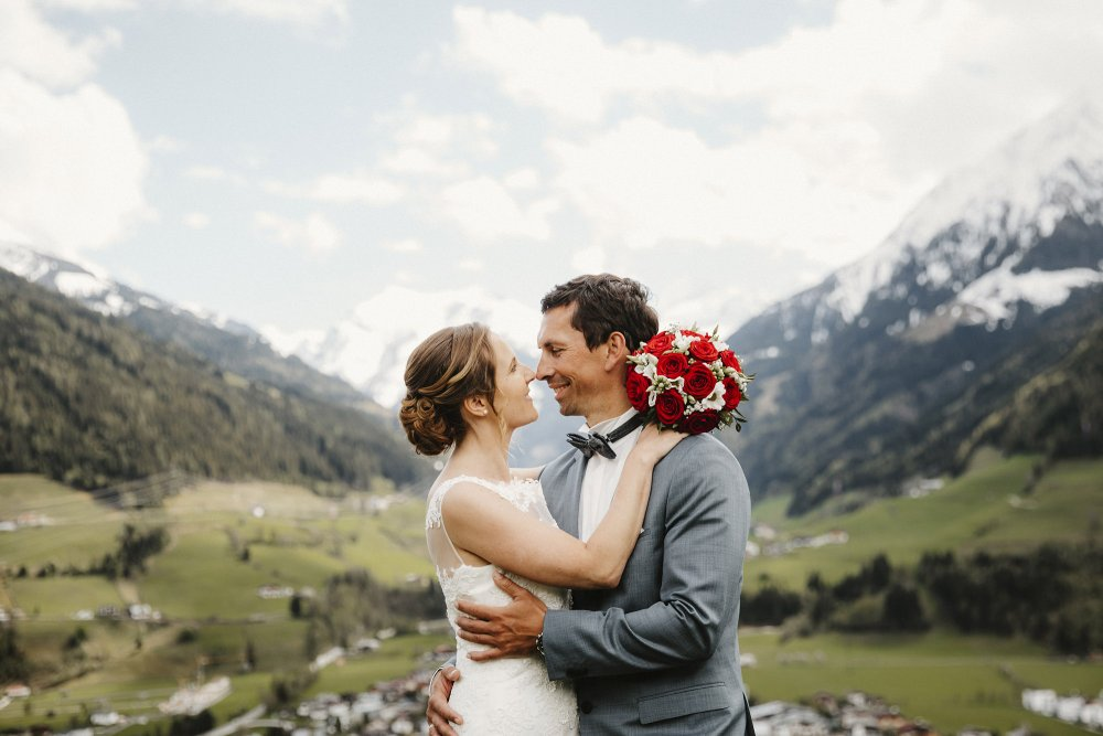 Castle wedding Austria Alps Schloss Mittersill couple with bridal bouquet